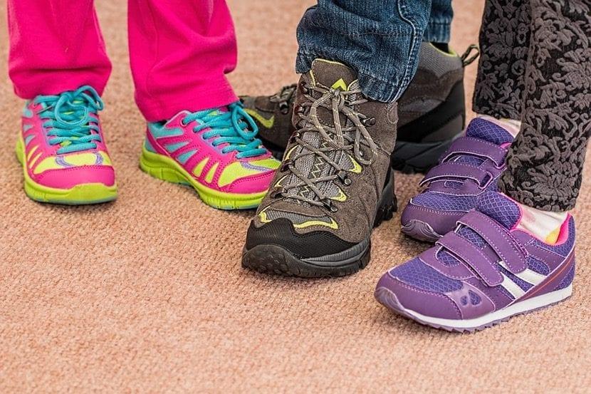 calzados para los nenes en la escuela