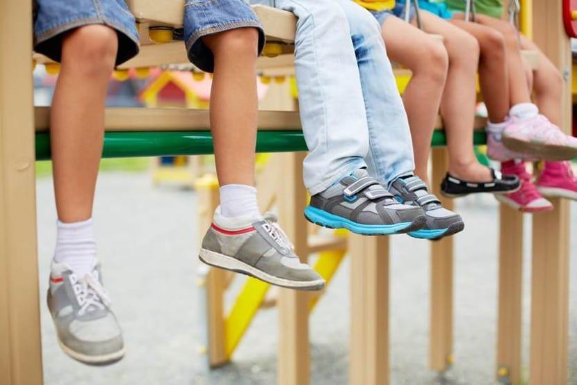 calzado de los nenes en la escuela