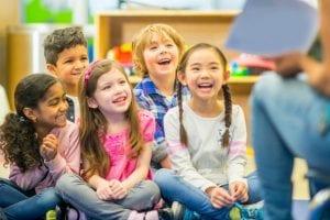 nenes en el primer curso de primaria