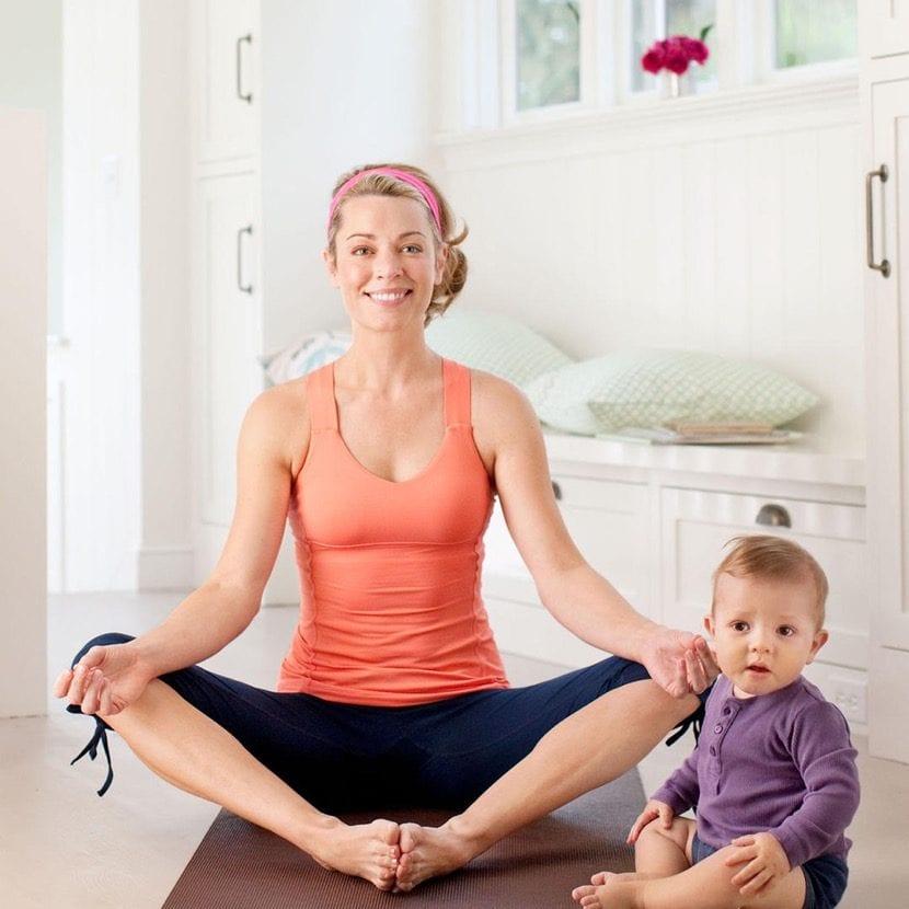 madre ocupada haciendo ejercicio