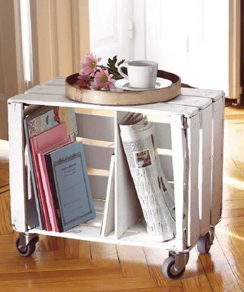 Mesa hecha de cajas de madera