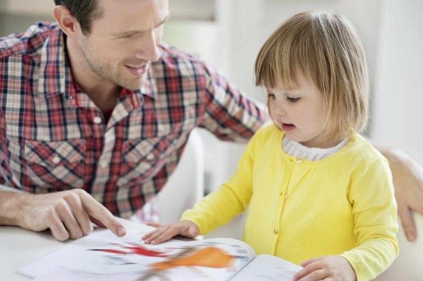 padre divorciado con su hija