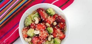 Ensalada de quinoa, fresas y aguacate