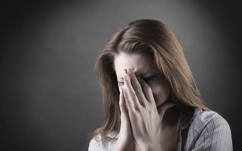 mujer llorando por aborto involuntario