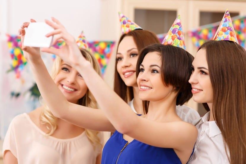 Adolescentes de 16 años en fiesta