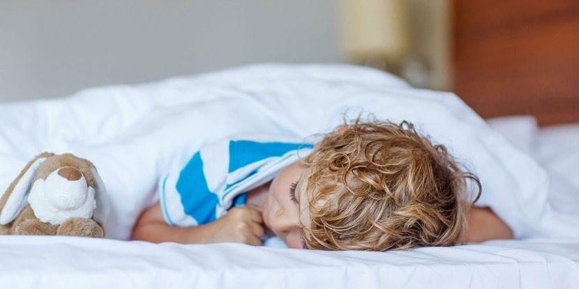 nene que duerme