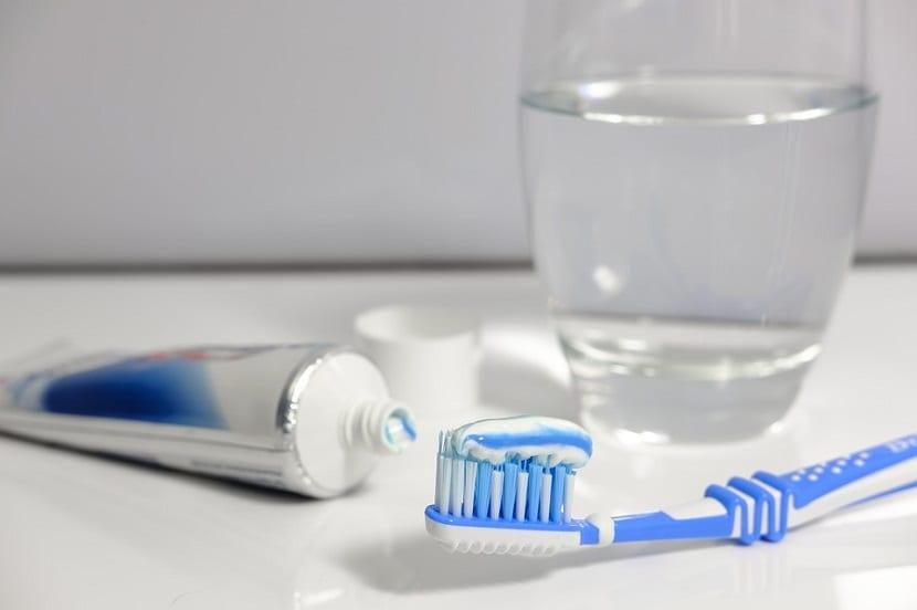 pasta de dientes para manchas de tinte