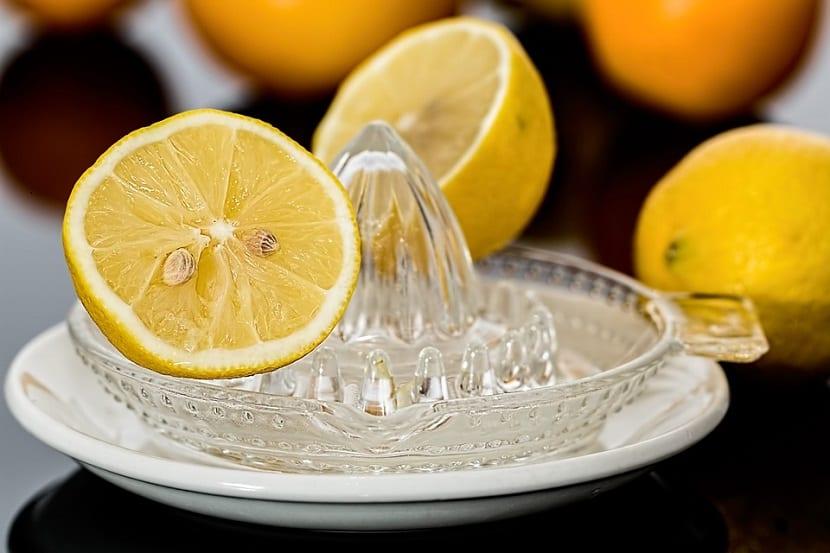 zumo de limón para axilas