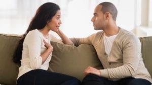 pareja hablando desde el amor