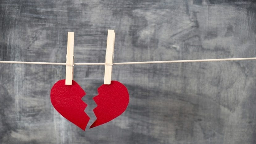 corazon roto colgado