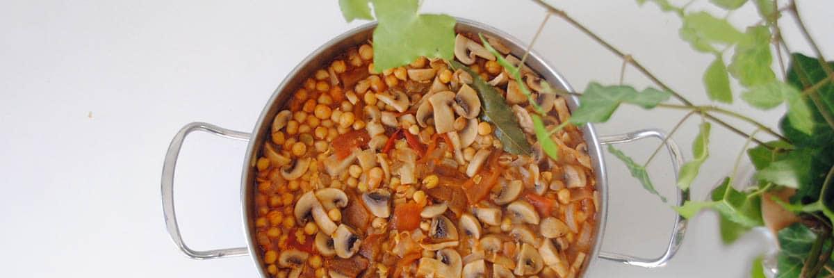 Garbanzos con champiñones y pimientos asados