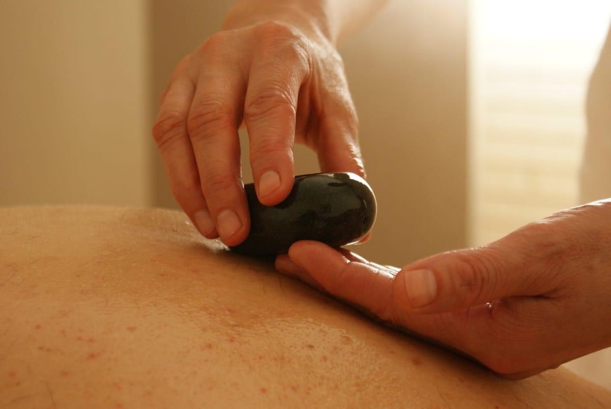 propiedades masaje con piedras