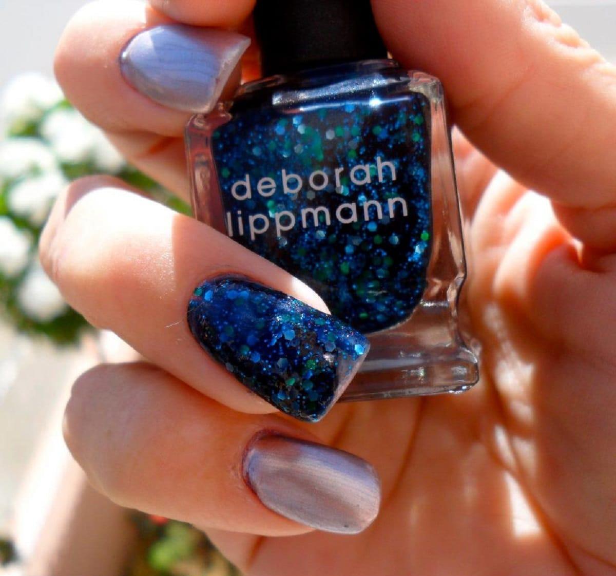 como pintar uñas purpurina