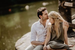pareja sonriente y feliz