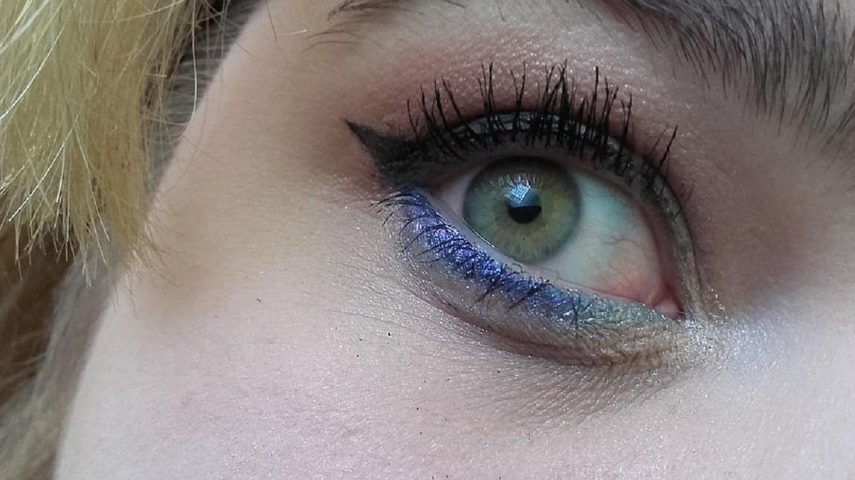 delineado en azul