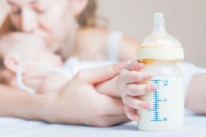bebe con leche de formula