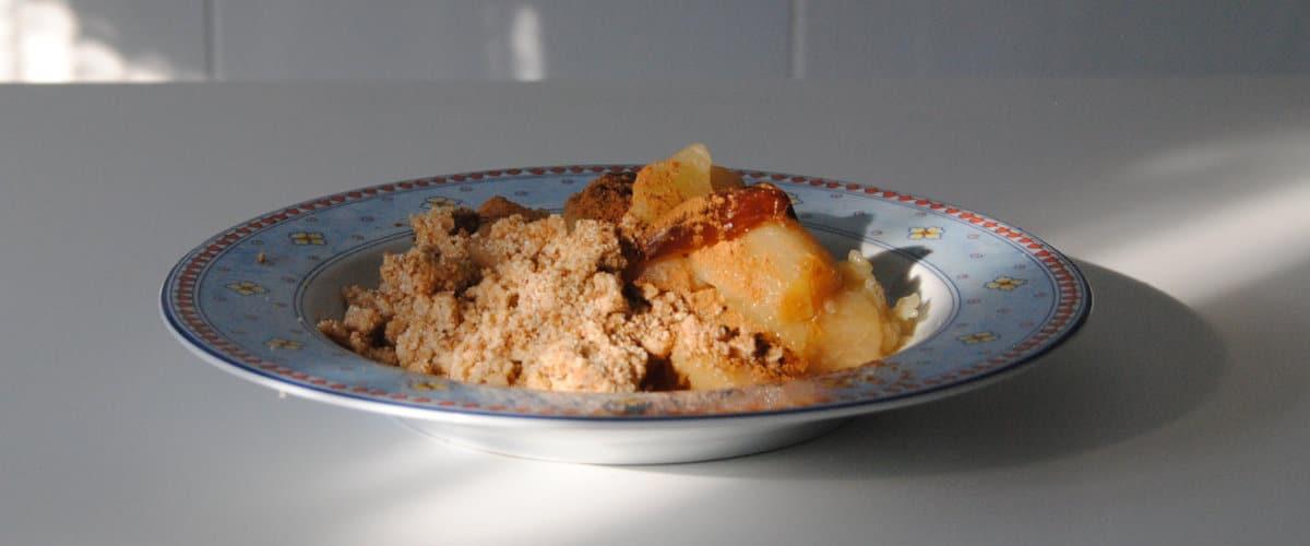 Compota de manzana con migas de almendra