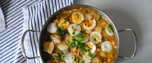 Guiso de patatas y rape con huevo cocido