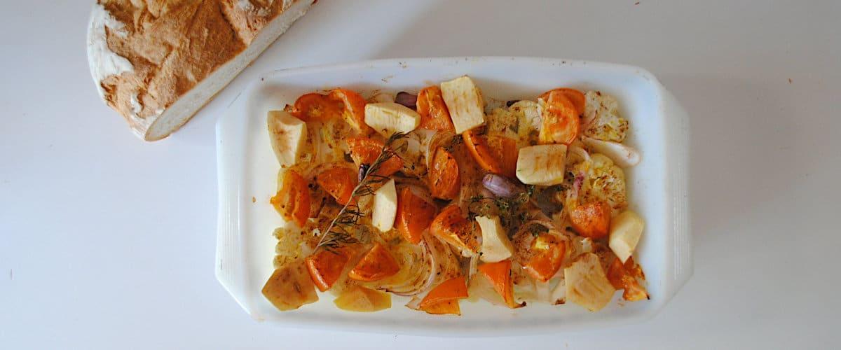 Coliflor con tomate y manzana al horno