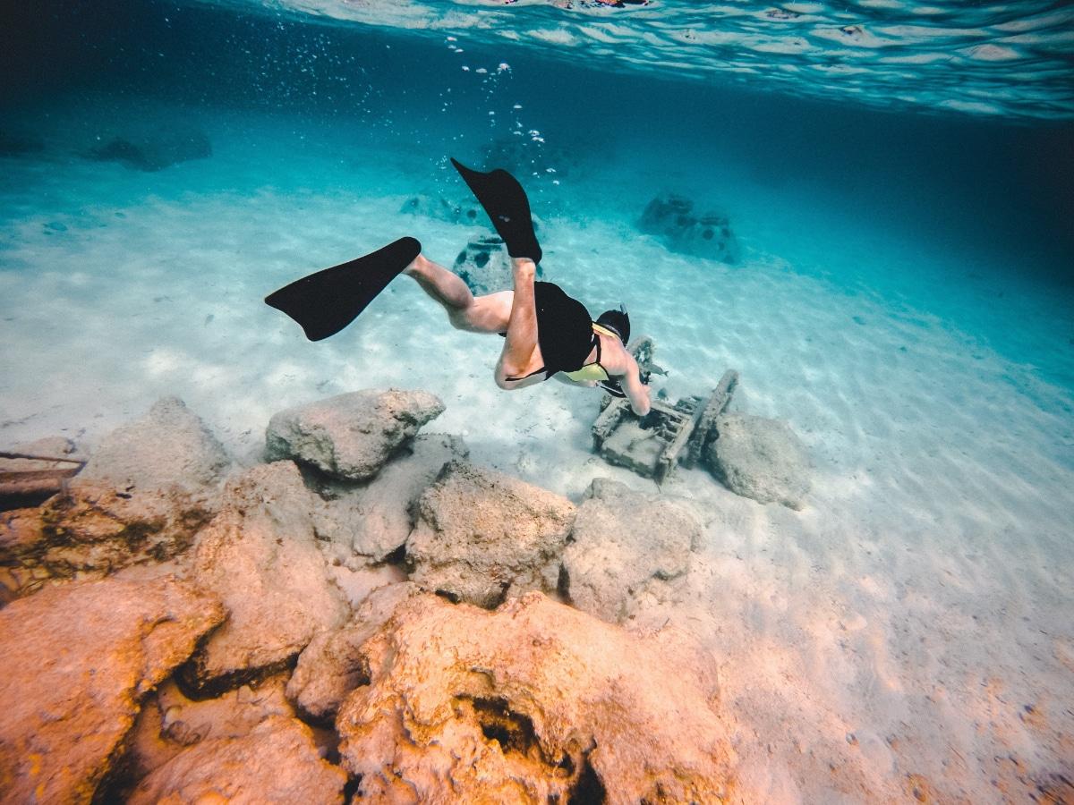 natación con aletas