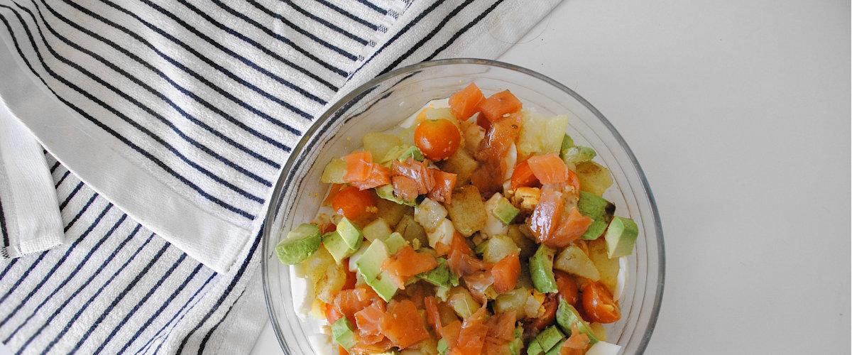 Ensalada templada de salmón ahumado y patata cocida