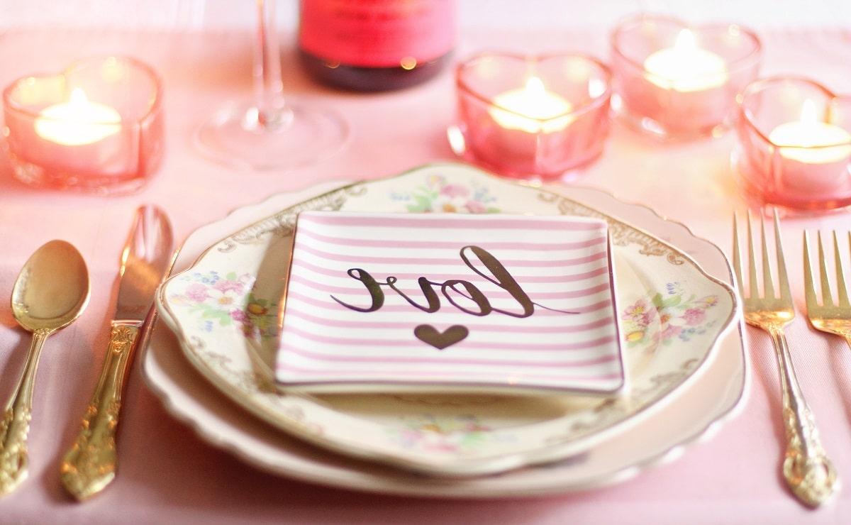 Mesa decorada romántica