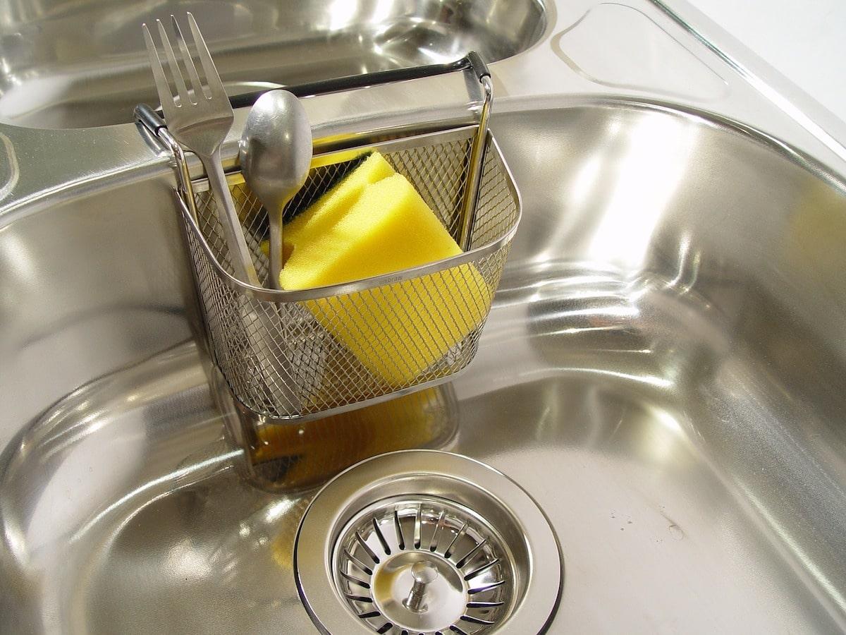 Trucos para limpiar el fregadero