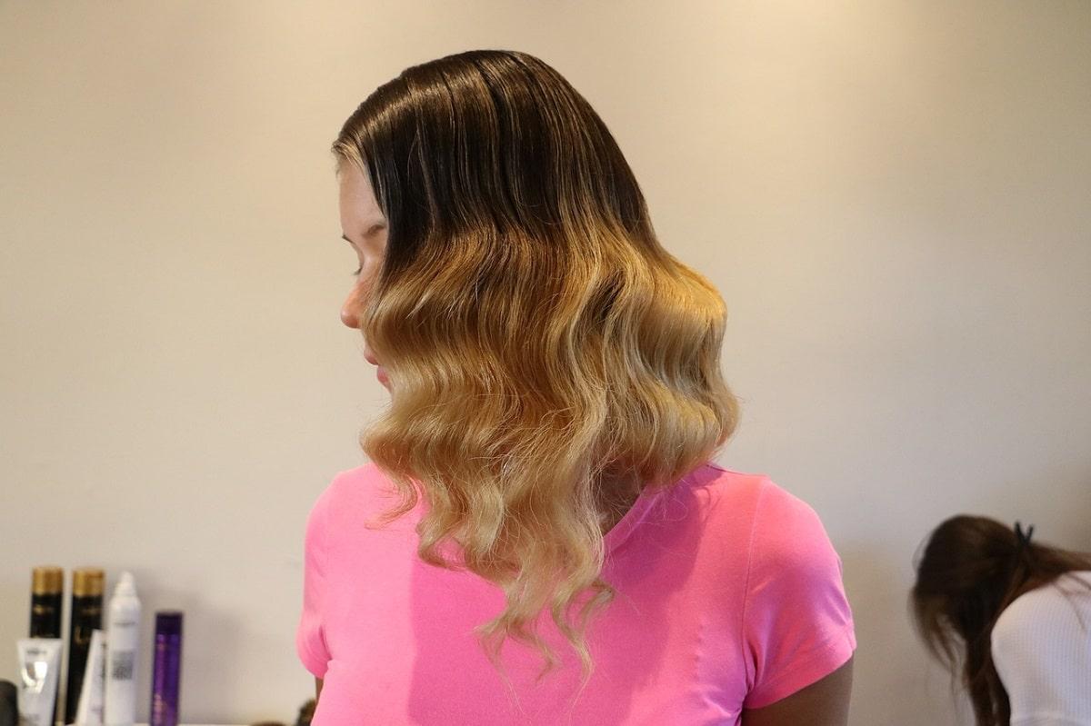 Las mechas californianas contrastan con el cabello natural