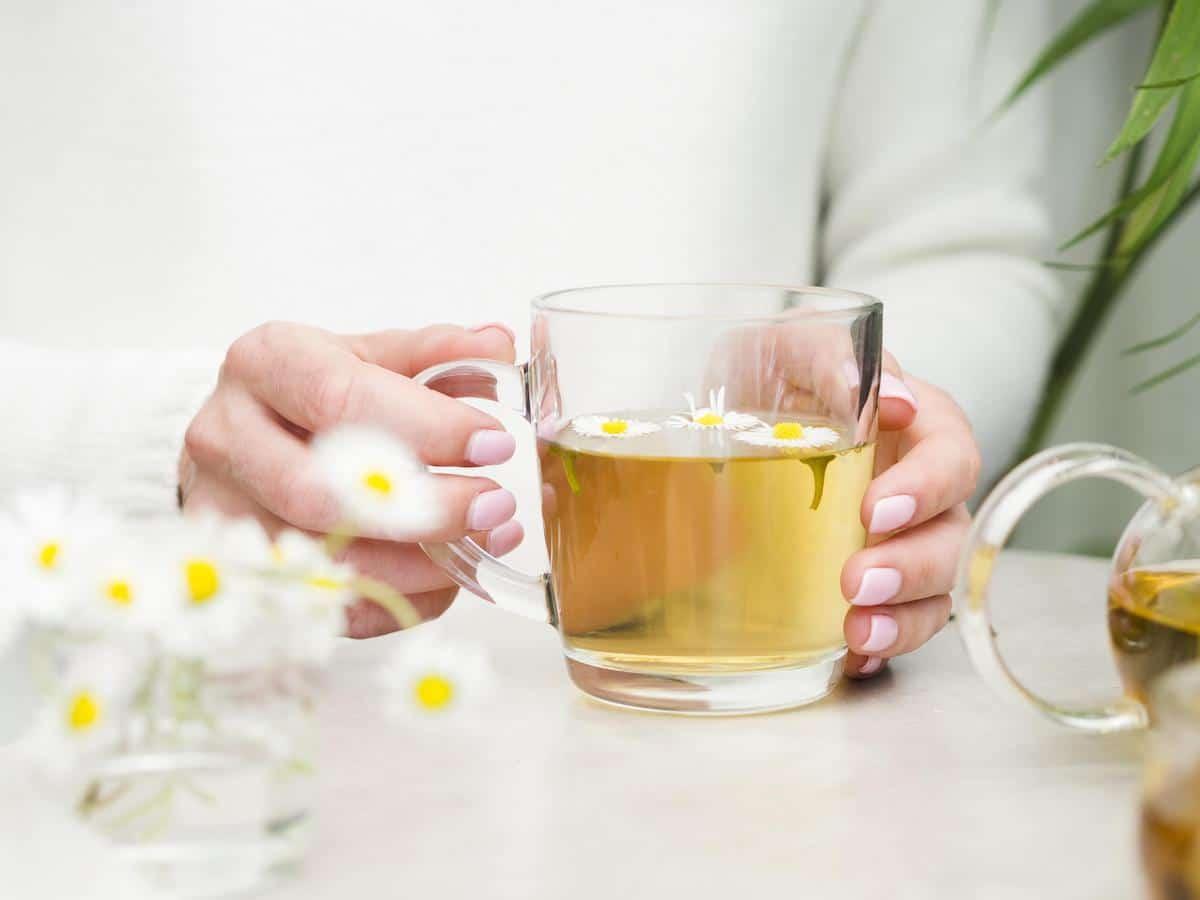 El té y la manzanilla son beneficiosas.