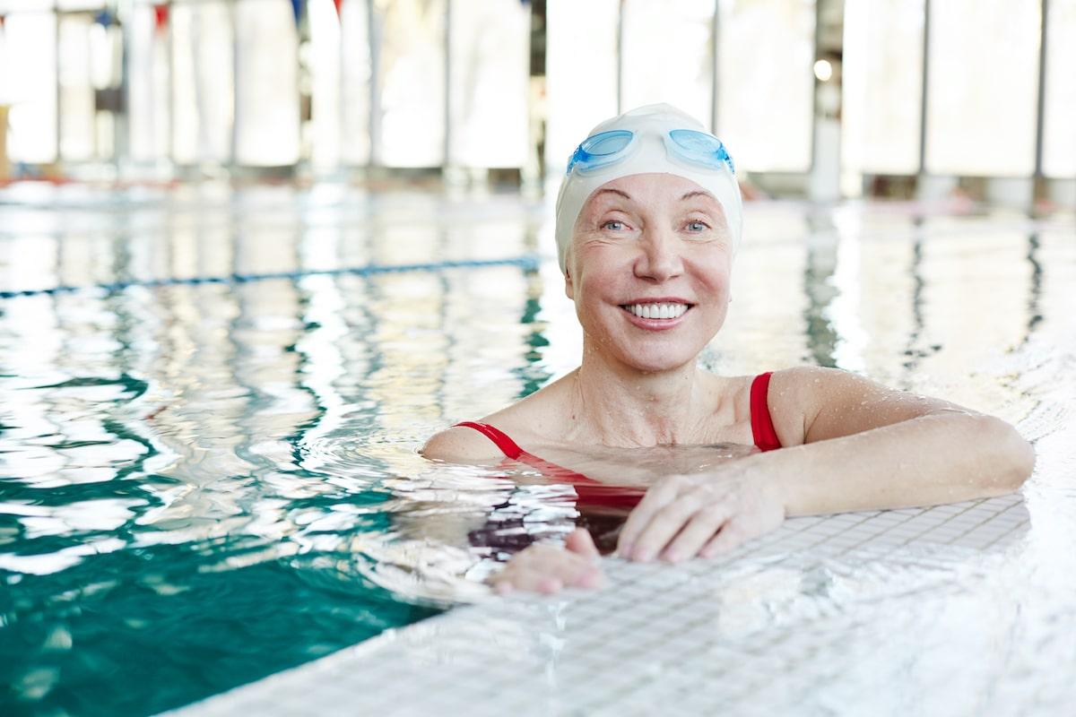 Es saludable hacer natación.