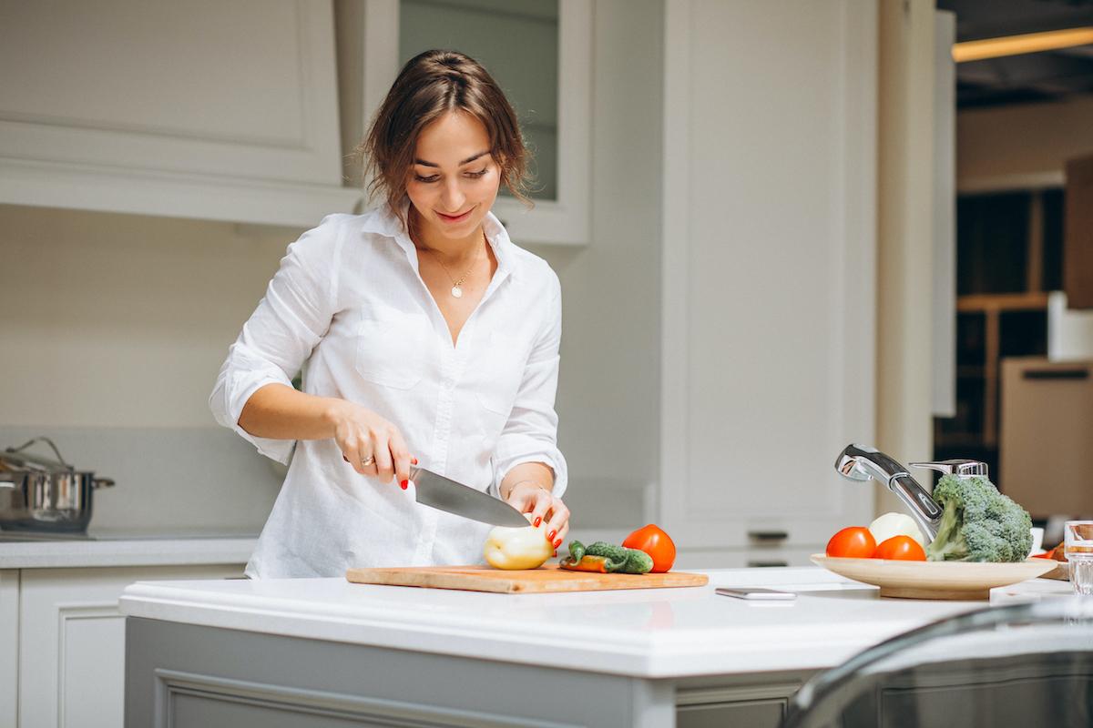 Cocinar contribuye a un ahorro.