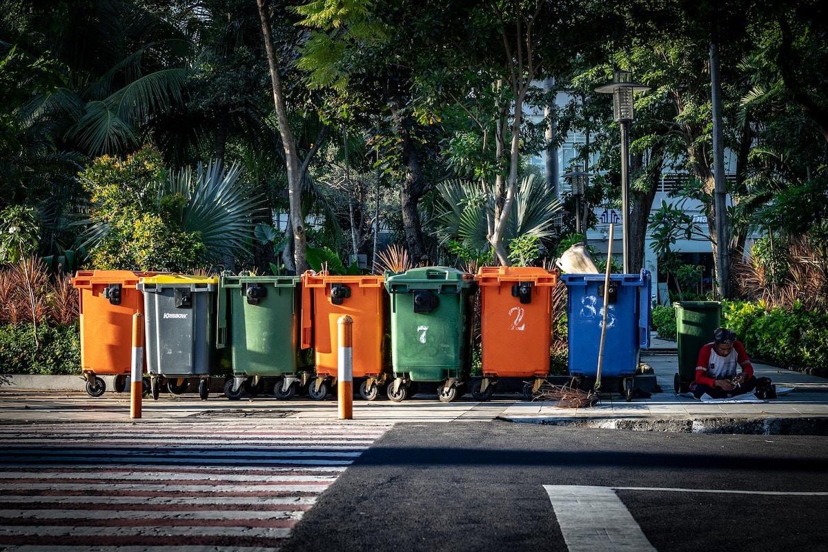 Cubos de basura para reciclar.