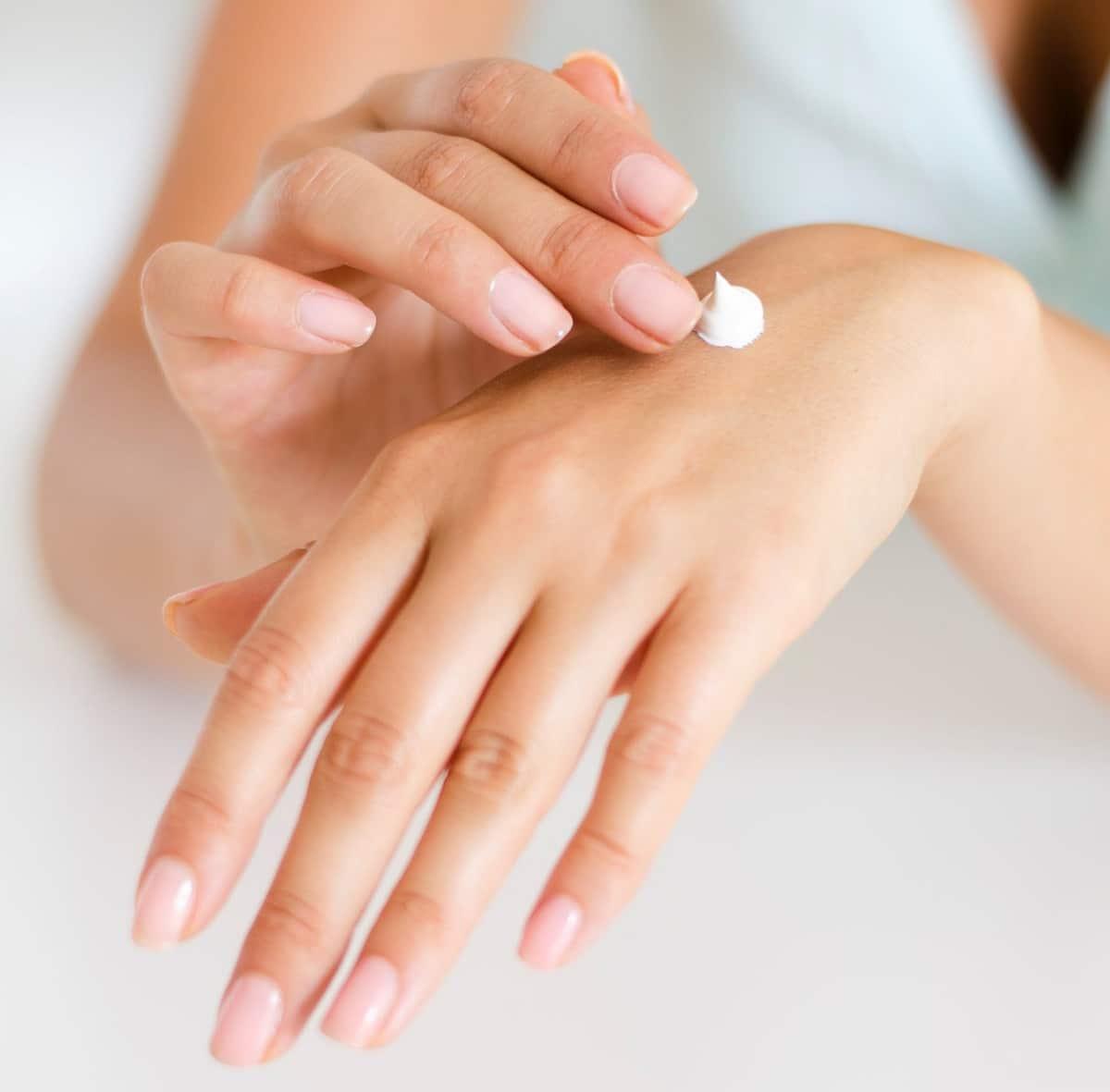 Hidratar la piel y las uñas