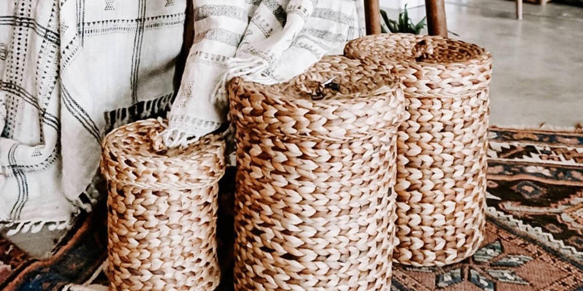 Decorar con cestas de mimbre