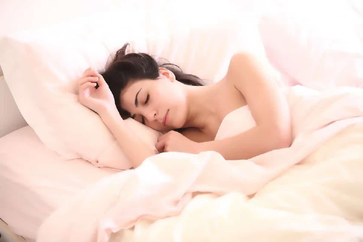 Dormir bien para reducir la ansiedad por comer