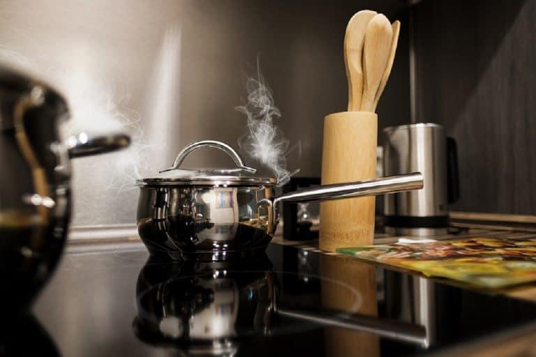 Cómo quitar el quemado de una olla