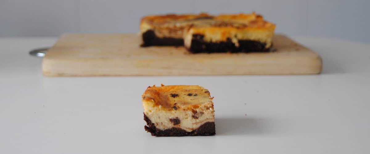 Bocados de brownie y cheesecake
