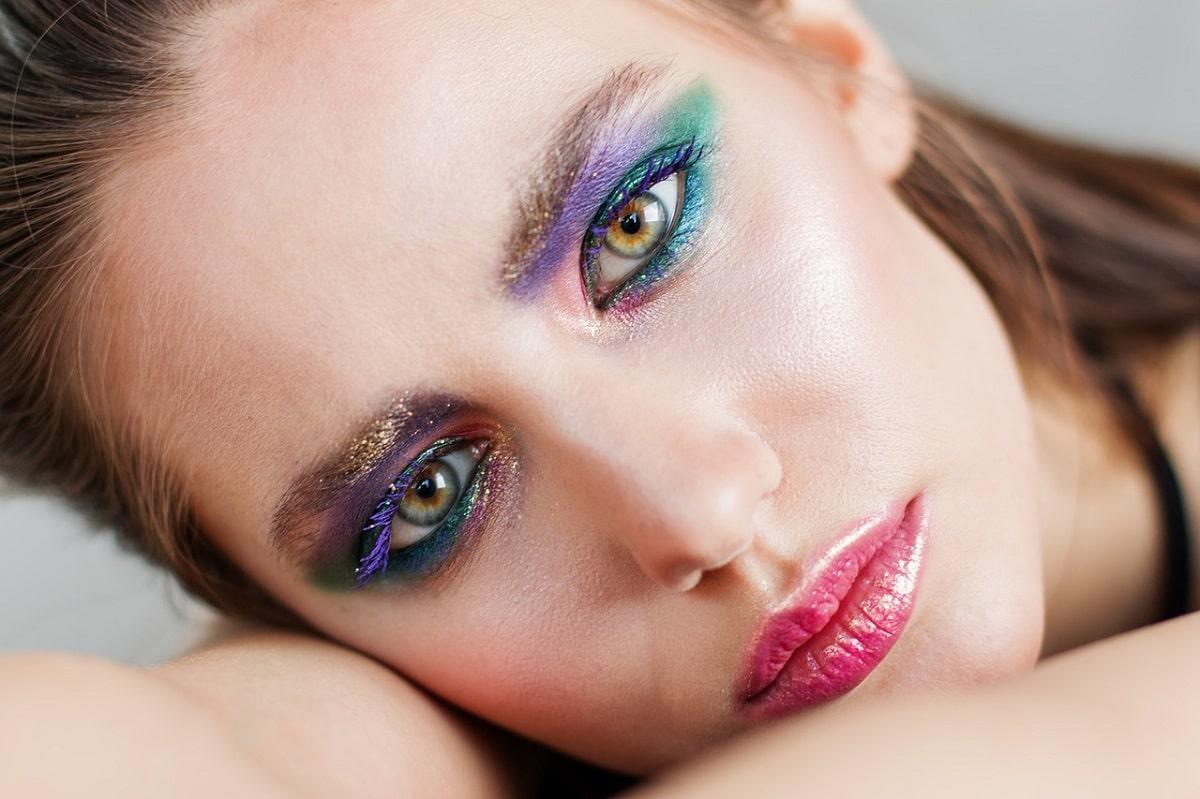 Cómo aplicar base de maquillaje