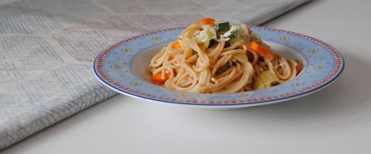 Espaguetis rápidos con calabacín y queso