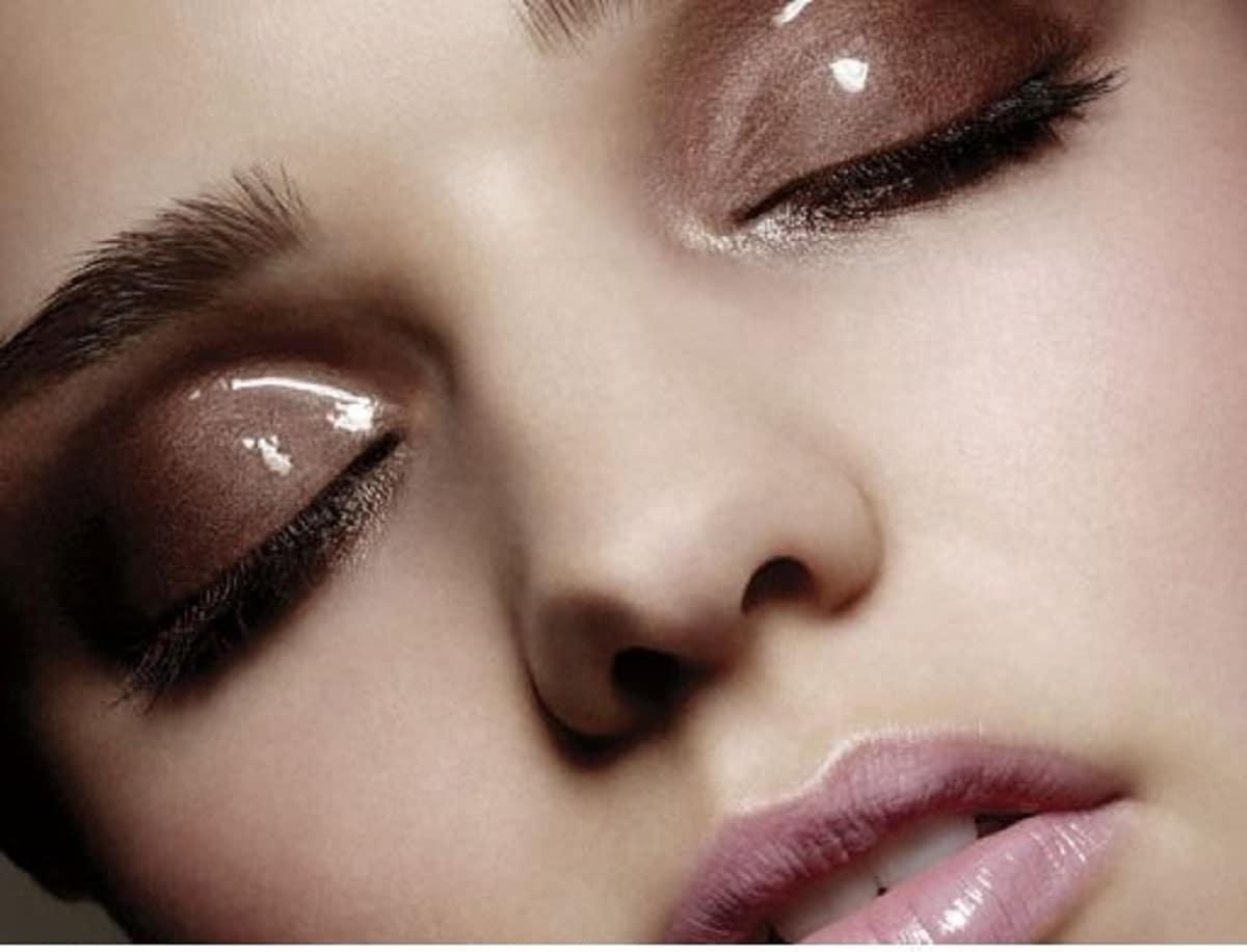 Maquillaje de ojos efecto mojado