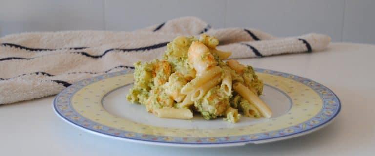 Macarrones con pesto de brócoli y gambas