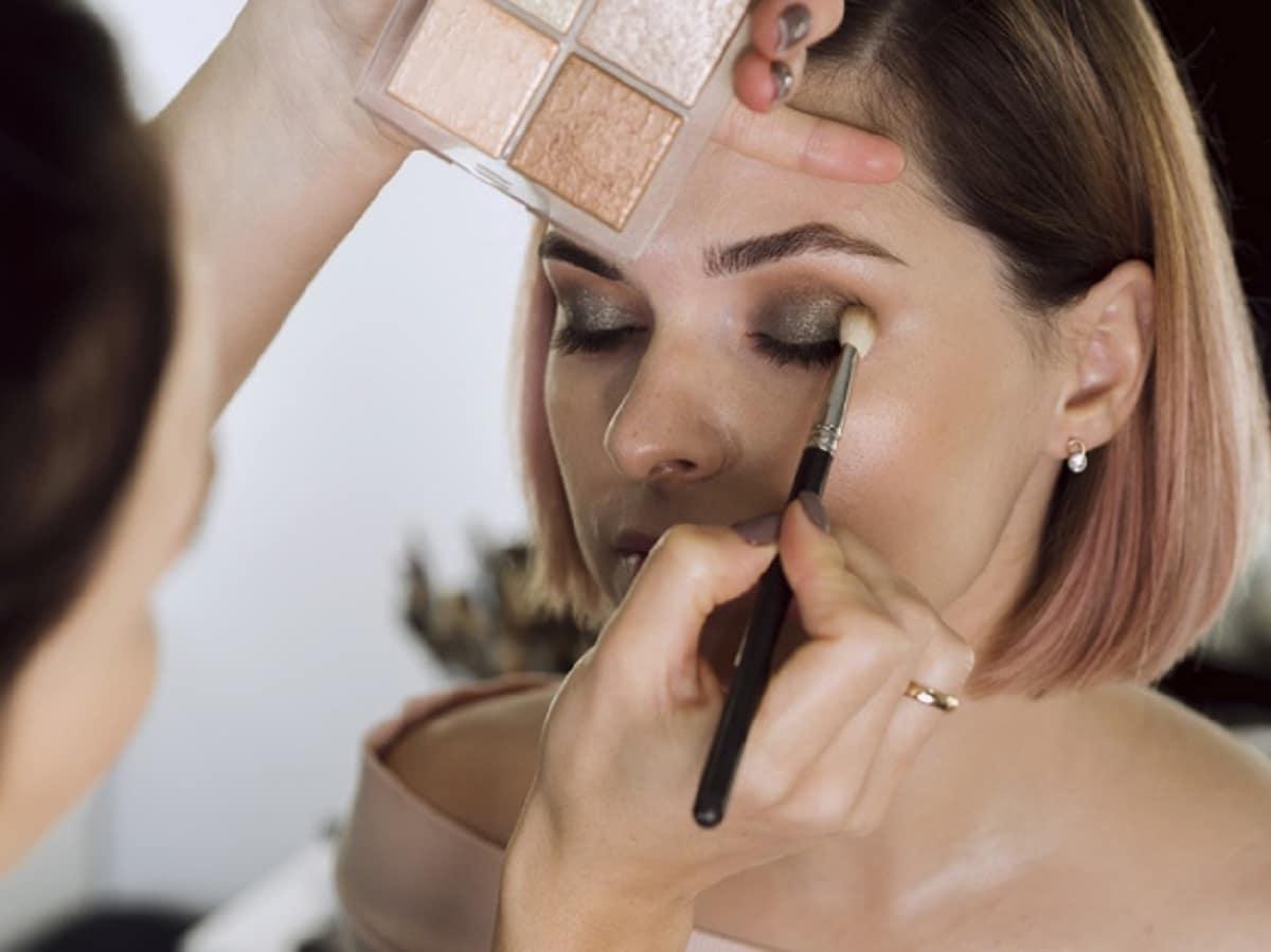 Cómo hacer maquillaje de ojos