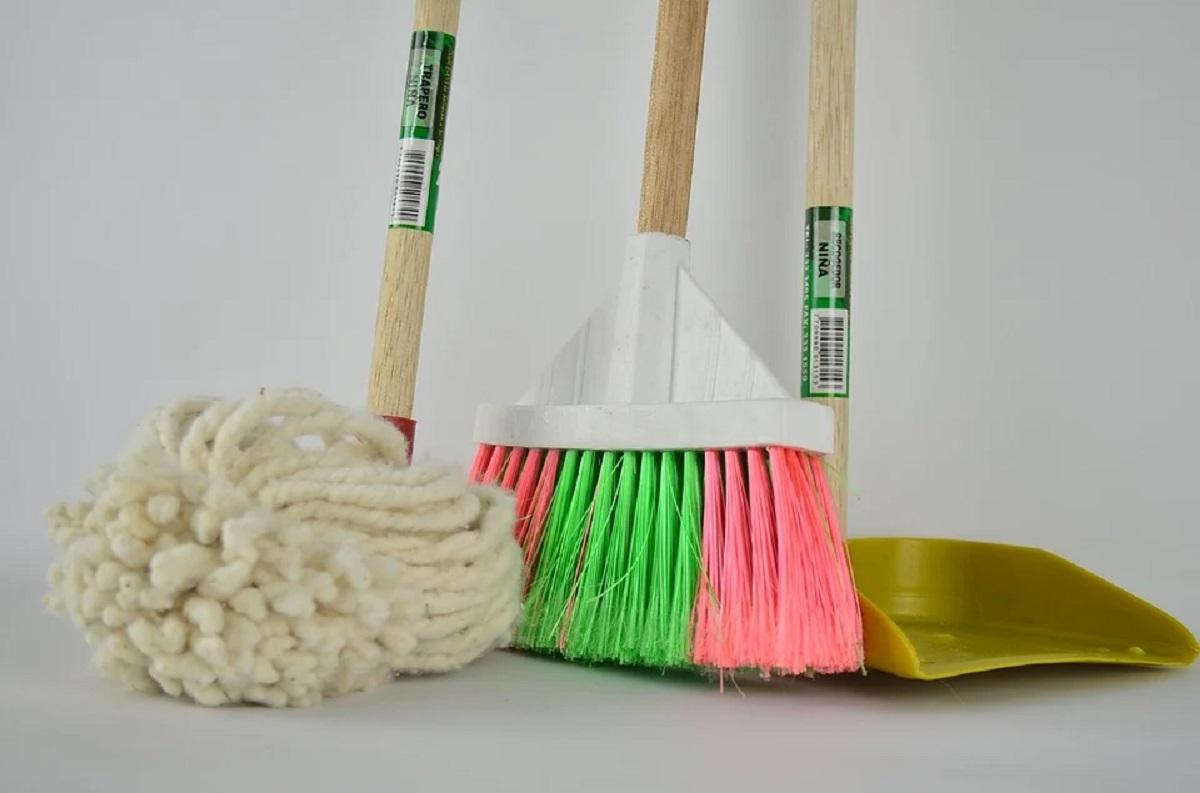Cómo limpiar los útiles de limpieza