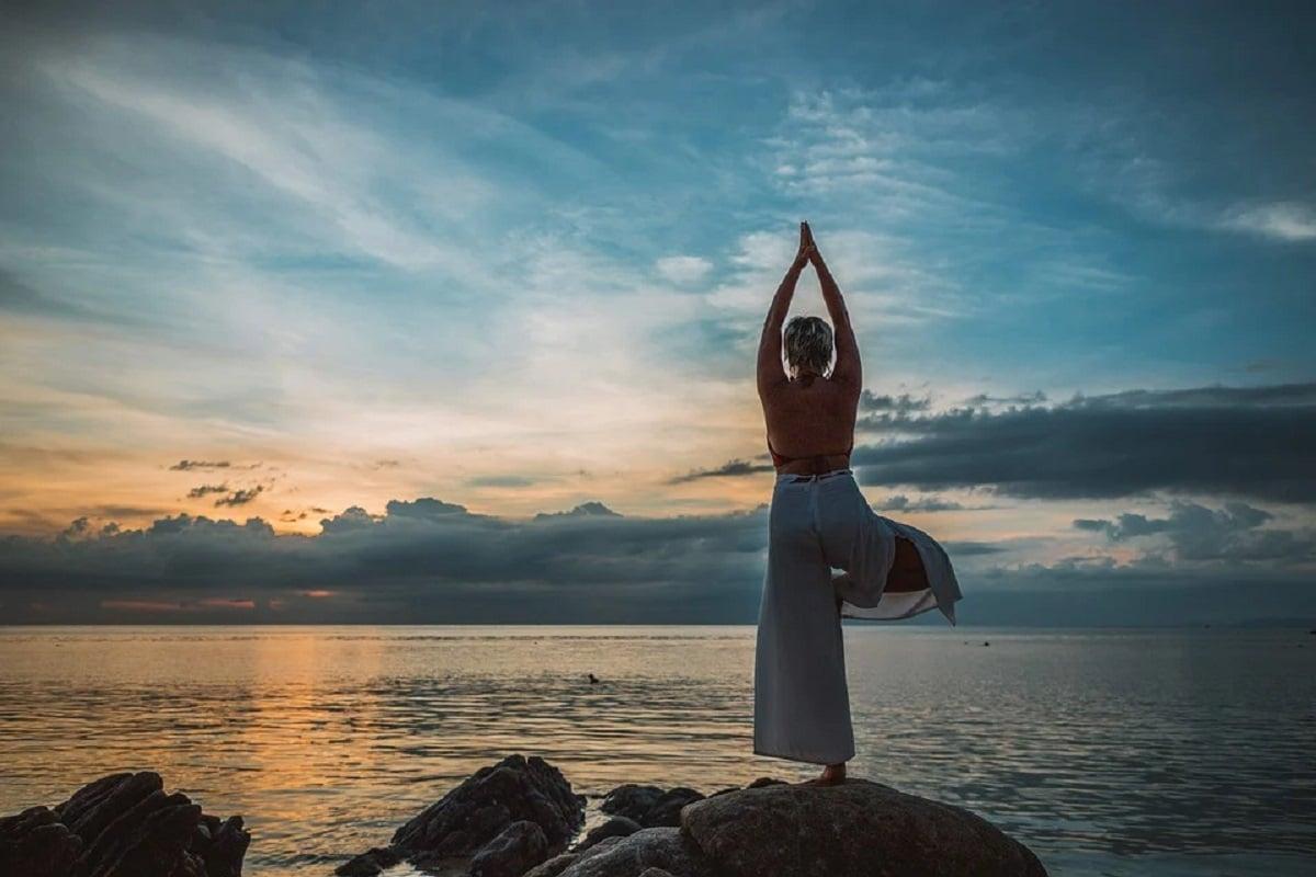 Yoga postura del árbol