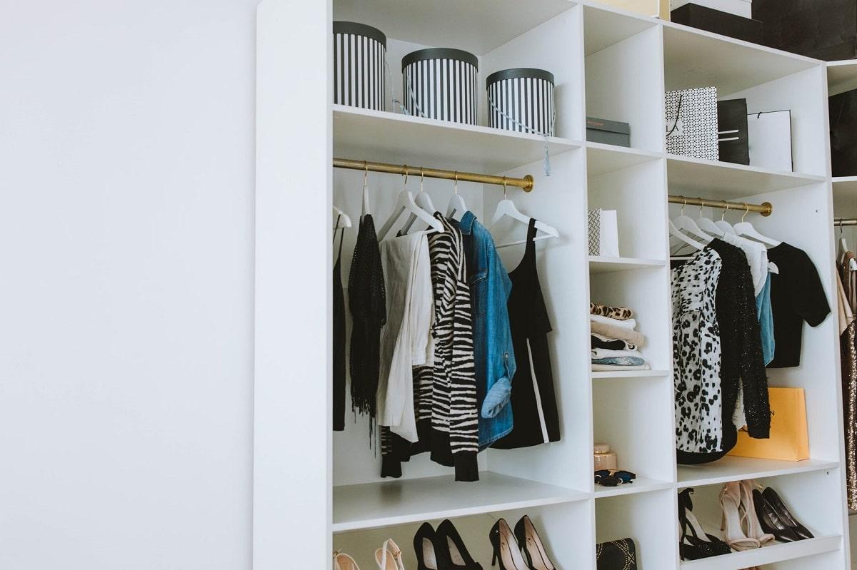 Cómo evitar los malos olores en el armario