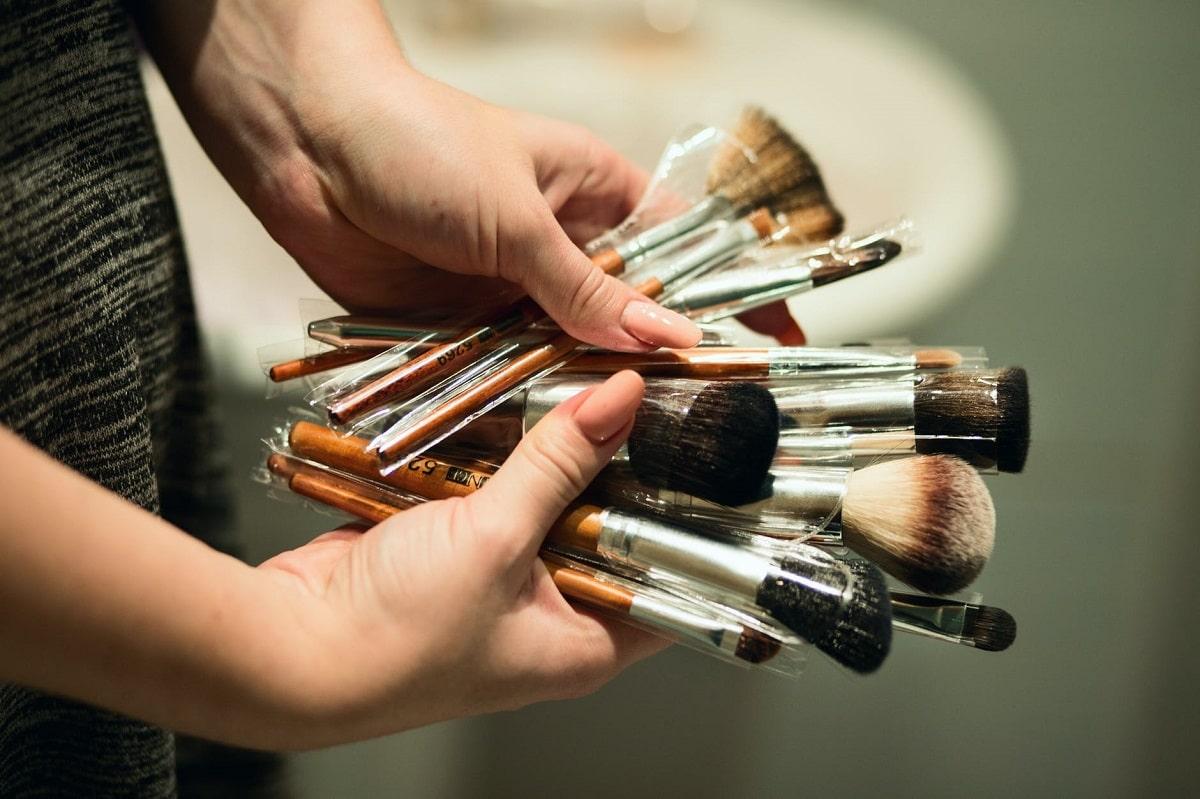 Cada cuanto lavar las brochas de maquillaje