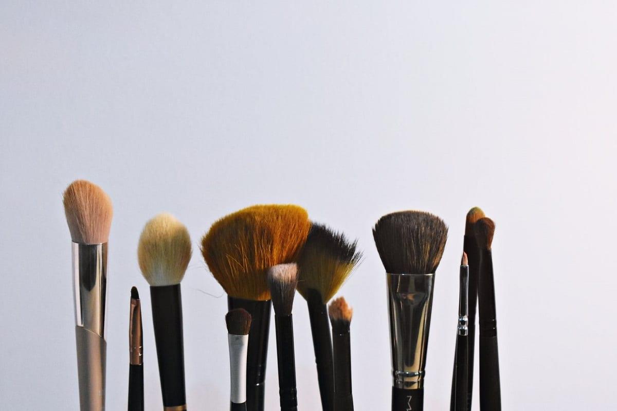 Lavar brochas de maquillaje con remedios caseros