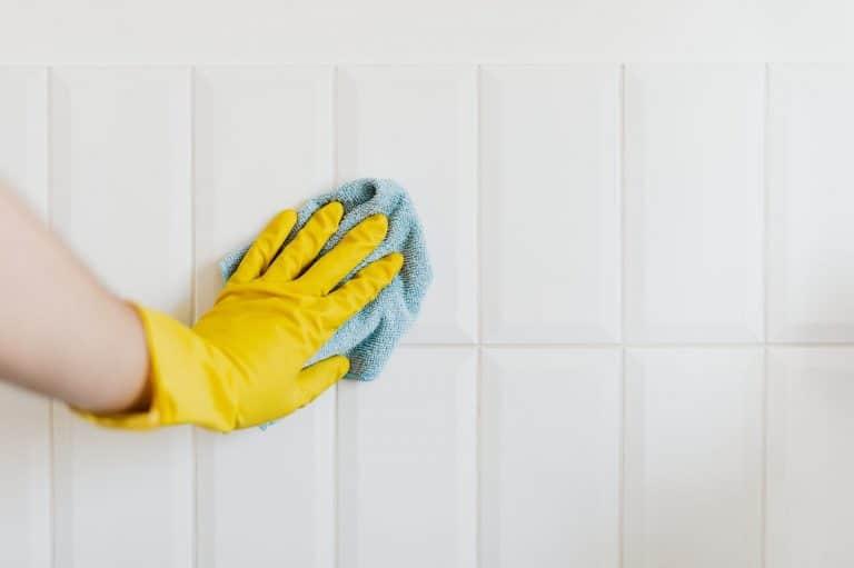 Blanquear las juntas de los azulejos